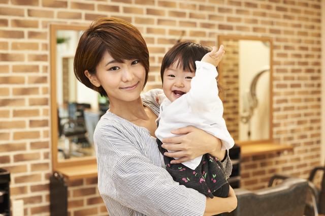 美容師と子育ての両立についてママ美容師さんにインタビュー|悩みや働きやすいサロンの特徴は?
