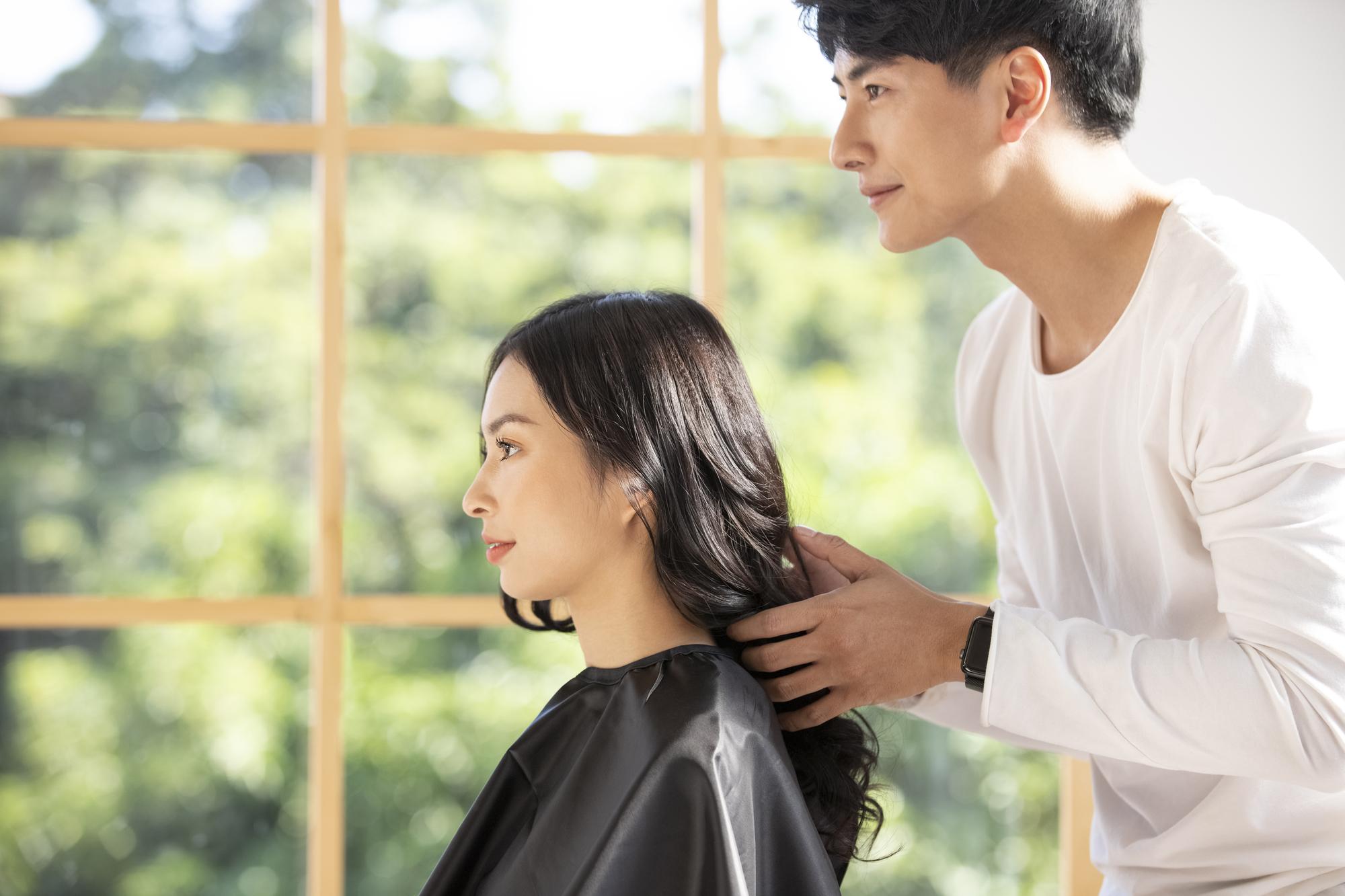 美容師の業務委託とは?必要な手続きやメリット・デメリットを紹介